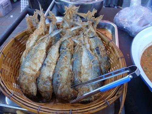 野菜天ぷらと茹で野菜、首曲り魚プラー・トゥー、そしてナムプリック・カピで大満足_c0030645_16333439.jpg