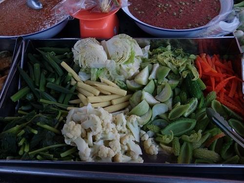 野菜天ぷらと茹で野菜、首曲り魚プラー・トゥー、そしてナムプリック・カピで大満足_c0030645_16333631.jpg