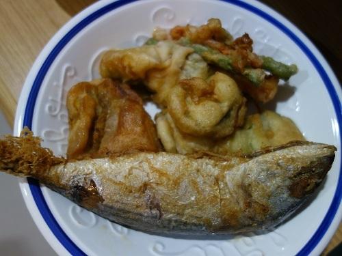 野菜天ぷらと茹で野菜、首曲り魚プラー・トゥー、そしてナムプリック・カピで大満足_c0030645_16334478.jpg
