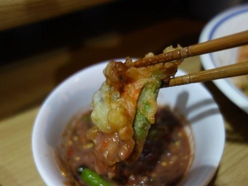 野菜天ぷらと茹で野菜、首曲り魚プラー・トゥー、そしてナムプリック・カピで大満足_c0030645_16335413.jpg