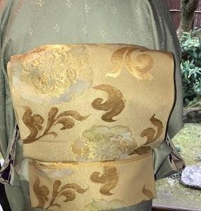 新年会・ご自分で仕立てられた着物に、宝尽くしの八掛。_f0181251_19104639.jpg