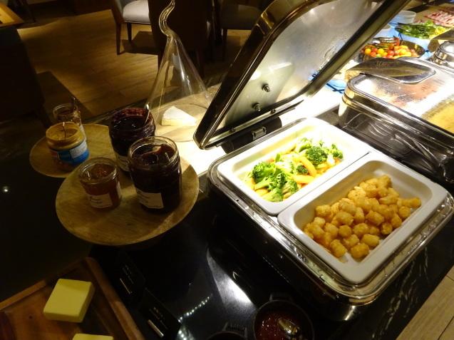奥さんの名古屋 ~ 「ヒルトン名古屋」の続き、ラウンジ朝食、フィットネス_b0405262_05162631.jpg