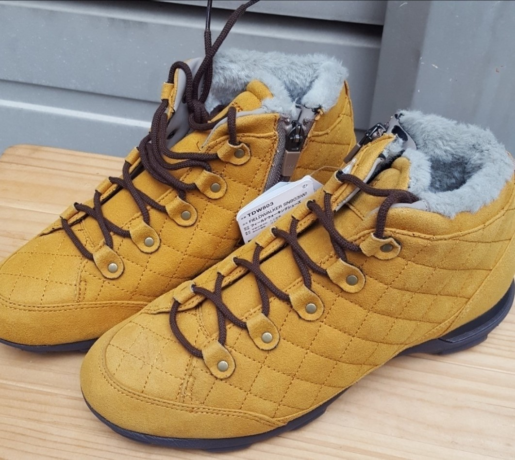 雪靴を用意したけど、今年は降りそうもないね?(笑_c0100865_12351648.jpg