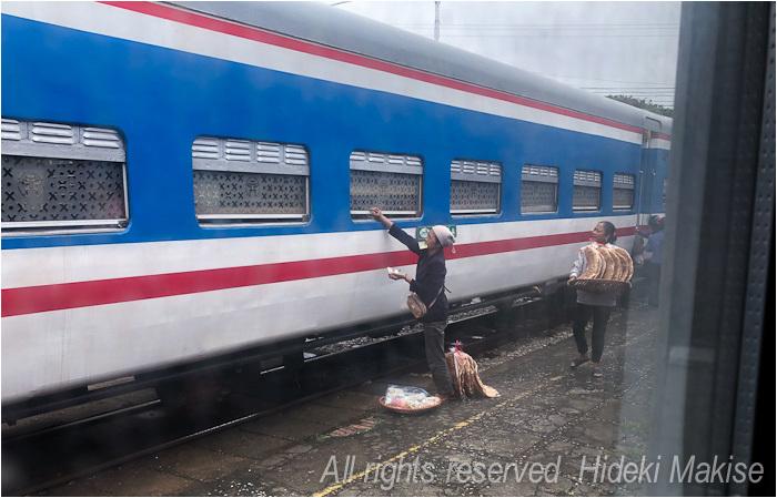 インドシナ周遊の旅 Ⅱ(14)ハイフォン(1)列車で_c0122685_19244321.jpg