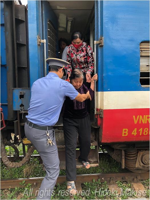 インドシナ周遊の旅 Ⅱ(14)ハイフォン(1)列車で_c0122685_19244361.jpg
