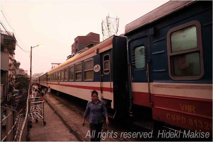 インドシナ周遊の旅 Ⅱ(14)ハイフォン(1)列車で_c0122685_21190128.jpg