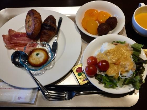 ホテルの夕食_a0258686_12010128.jpeg