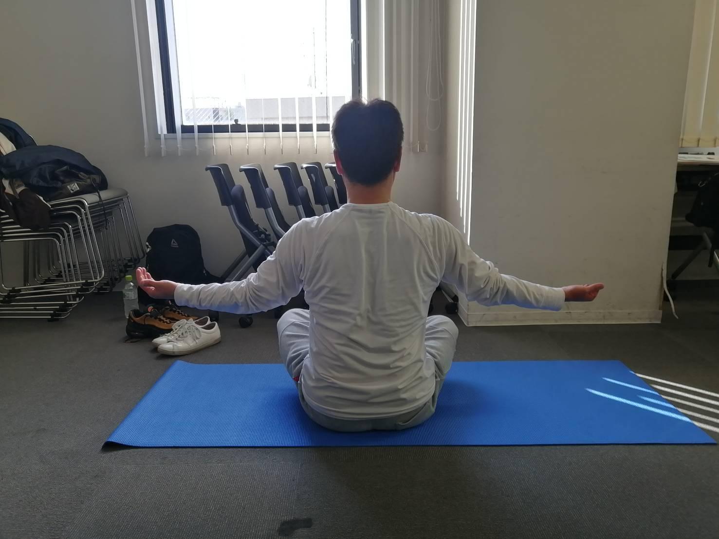 体を整えるために柔軟性を高める(準備運動⑩)_d0358103_18531320.jpg