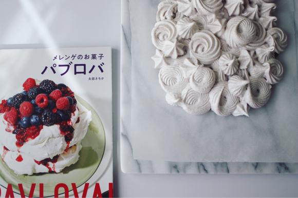 連休 は 、どっぷりメレンゲのお菓子パブロバづくり_d0339705_16160309.jpg