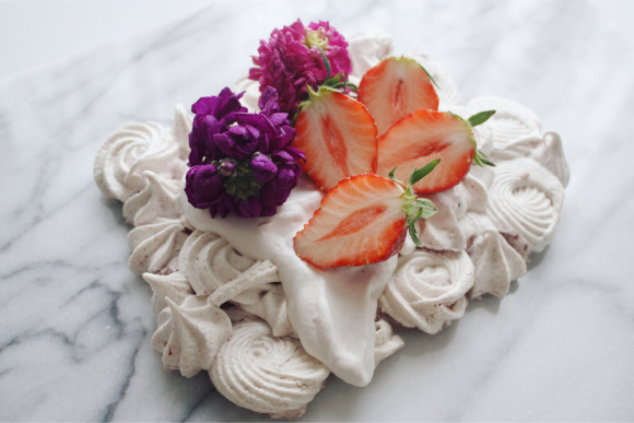 連休 は 、どっぷりメレンゲのお菓子パブロバづくり_d0339705_16173629.jpg