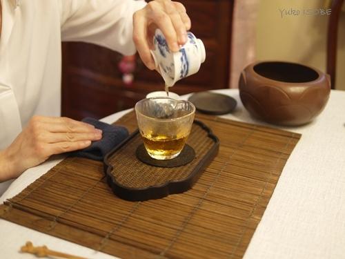注目されている作り手の岩茶をいただく_a0169924_15571433.jpg