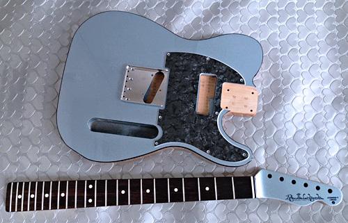 オーダーものと左用を含む計.4種のギターの塗装が完了!_e0053731_16382648.jpeg