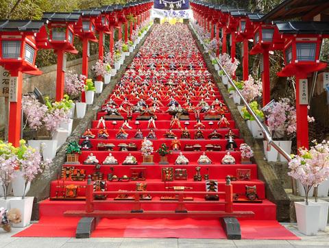 勝浦の「三日月ホテル」恒例のひな祭り!_e0065084_3214653.jpg