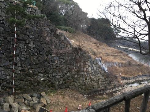 名古屋城本丸搦手馬出周辺石垣現地説明会に約10名_d0011701_13531719.jpg
