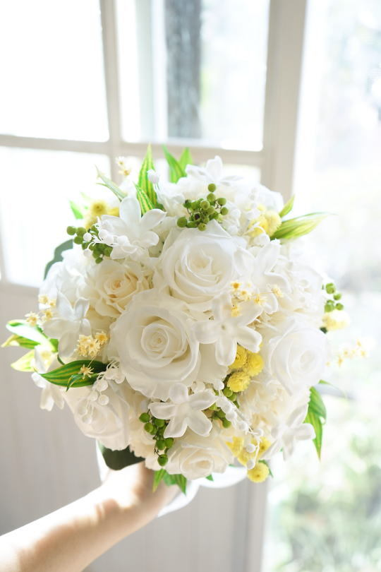 白バラとスズランのブーケ_a0136507_20120368.jpg