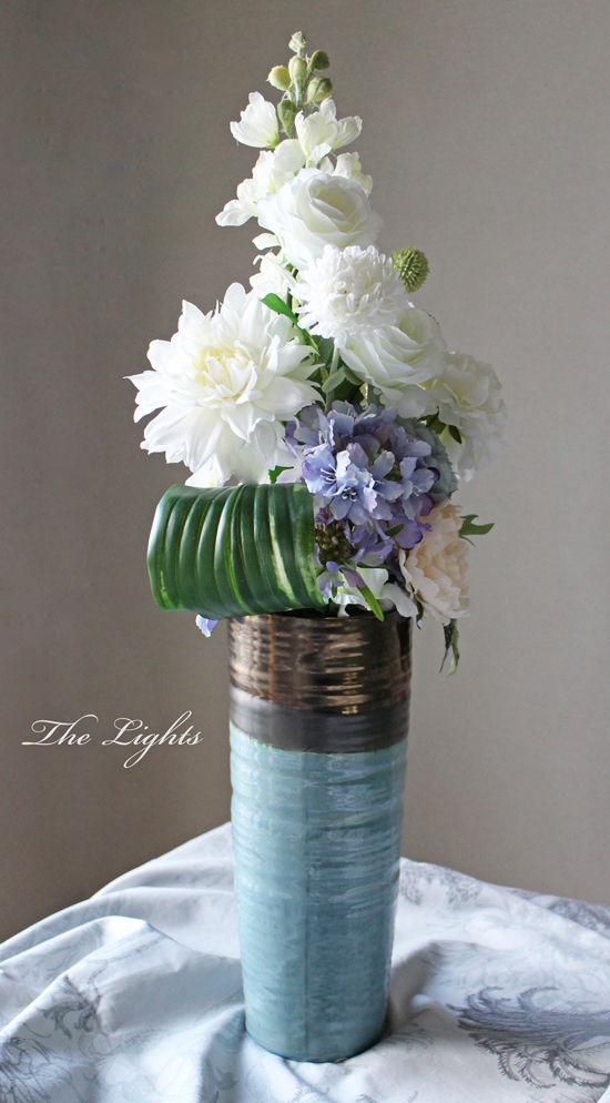 ブルーの花器に_d0372215_12271206.jpg