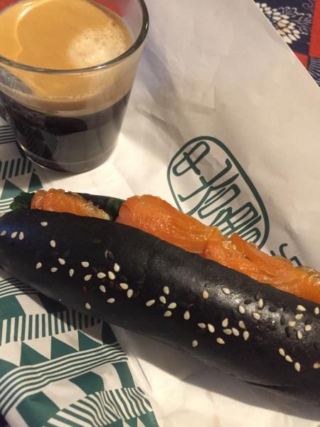 黒いパン、シリーズ_f0101128_11402117.jpg