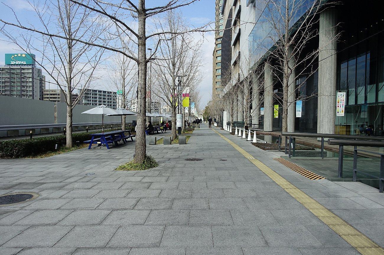 グランフロント大阪 せせらぎの道_c0112559_08200612.jpg
