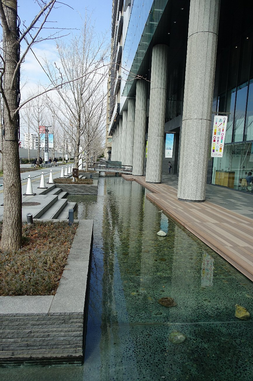グランフロント大阪 せせらぎの道_c0112559_08204932.jpg