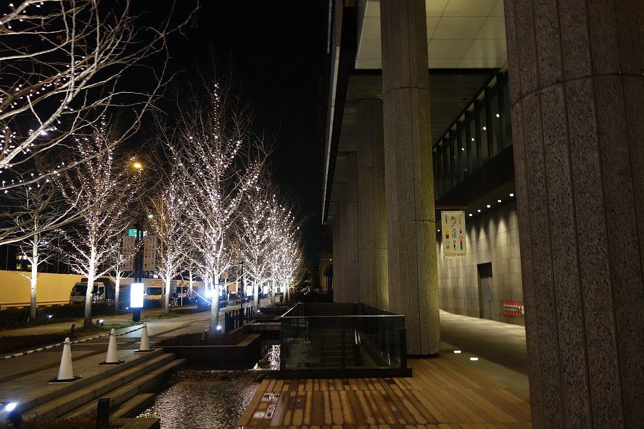 グランフロント大阪 せせらぎの道_c0112559_08260374.jpg