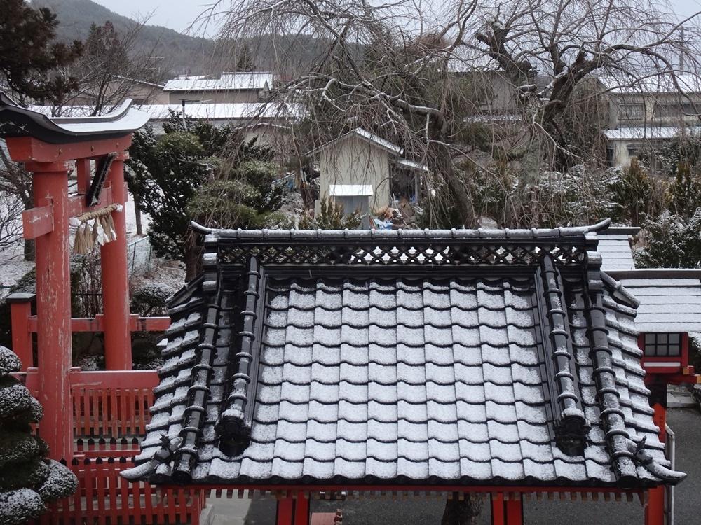雪が降ったり止んだりの一日_c0111229_20543403.jpg