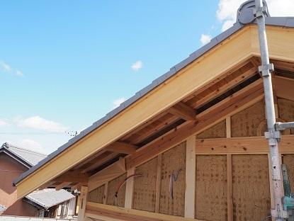 破風板と屋根瓦_e0010955_22372537.jpg