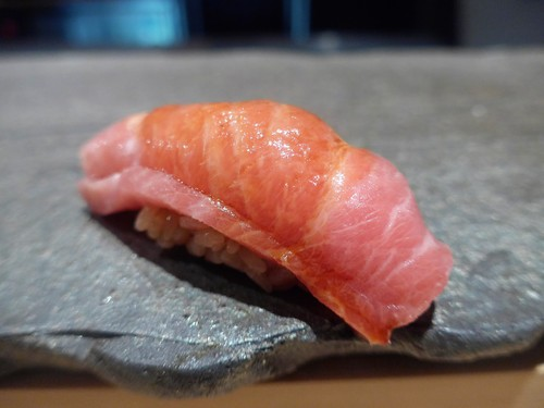 渋谷「熟成鮨 万」へ行く。_f0232060_18345373.jpg
