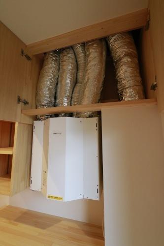 Q1住宅L2二ツ井:熱・水蒸気回収型熱交換換気システムRDKR_e0054299_17111826.jpg