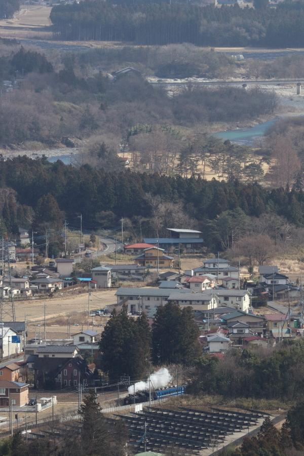青空の鬼怒川と小雪舞う汽車、おまけは今日の桜ジロー - 2020年・東武鬼怒川線 -_b0190710_18563342.jpg