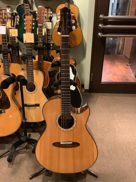 今日の二本目はTaku Sakashitaギター うわ、素晴らしい!_a0334793_16020517.jpg