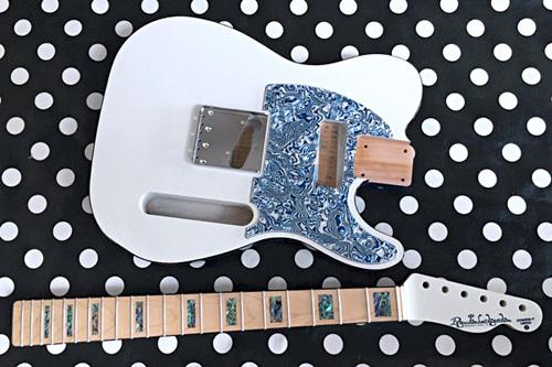 オーダーものを含む計.3種のギターの塗装が完了です!_e0053731_16560531.jpeg