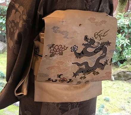 新年会・絞と刺繍羽織・川村久太郎・龍の帯・明日は仕入に_f0181251_16214613.jpg