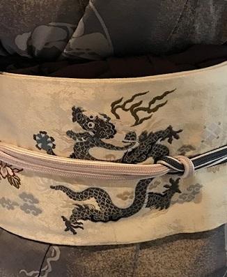 新年会・絞と刺繍羽織・川村久太郎・龍の帯・明日は仕入に_f0181251_16220722.jpg