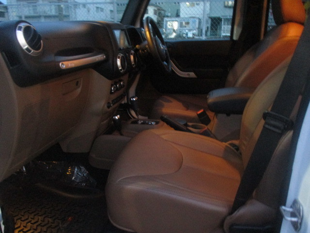H29 JK ラングラー アンリミテッド サハラ レザー リフトアップ 中古車_b0123820_09573827.jpg