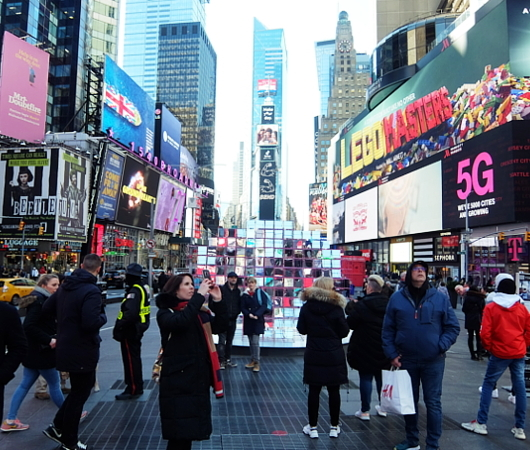 "Love in Times Sq. 恒例の愛のアート、2020年は""Heart Squared""_b0007805_22211819.jpg"
