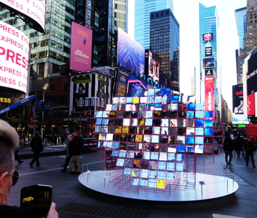 "Love in Times Sq. 恒例の愛のアート、2020年は""Heart Squared""_b0007805_23365992.jpg"