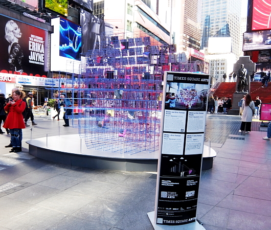 "Love in Times Sq. 恒例の愛のアート、2020年は""Heart Squared""_b0007805_23381788.jpg"