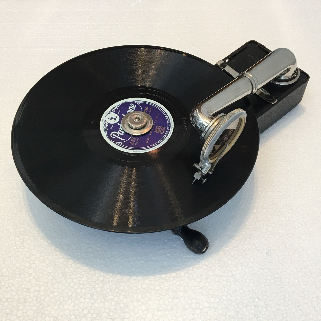 ベルギーの豆蓄音機「コリブリ」_a0047010_12005469.jpg