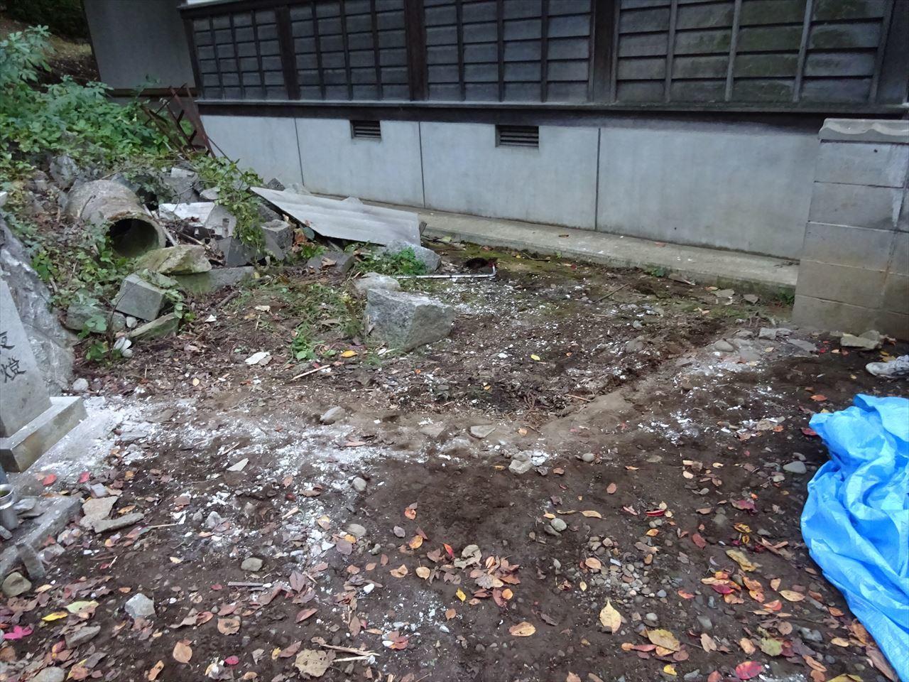 お寺の塀の建て替え工事 進行中。_f0105112_05101303.jpg