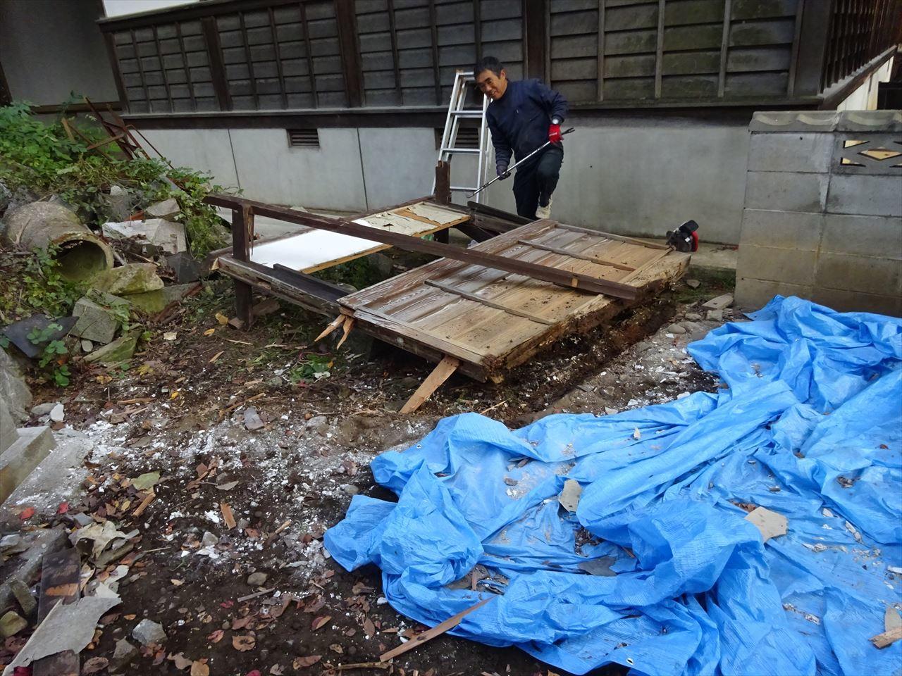 お寺の塀の建て替え工事 進行中。_f0105112_05101416.jpg