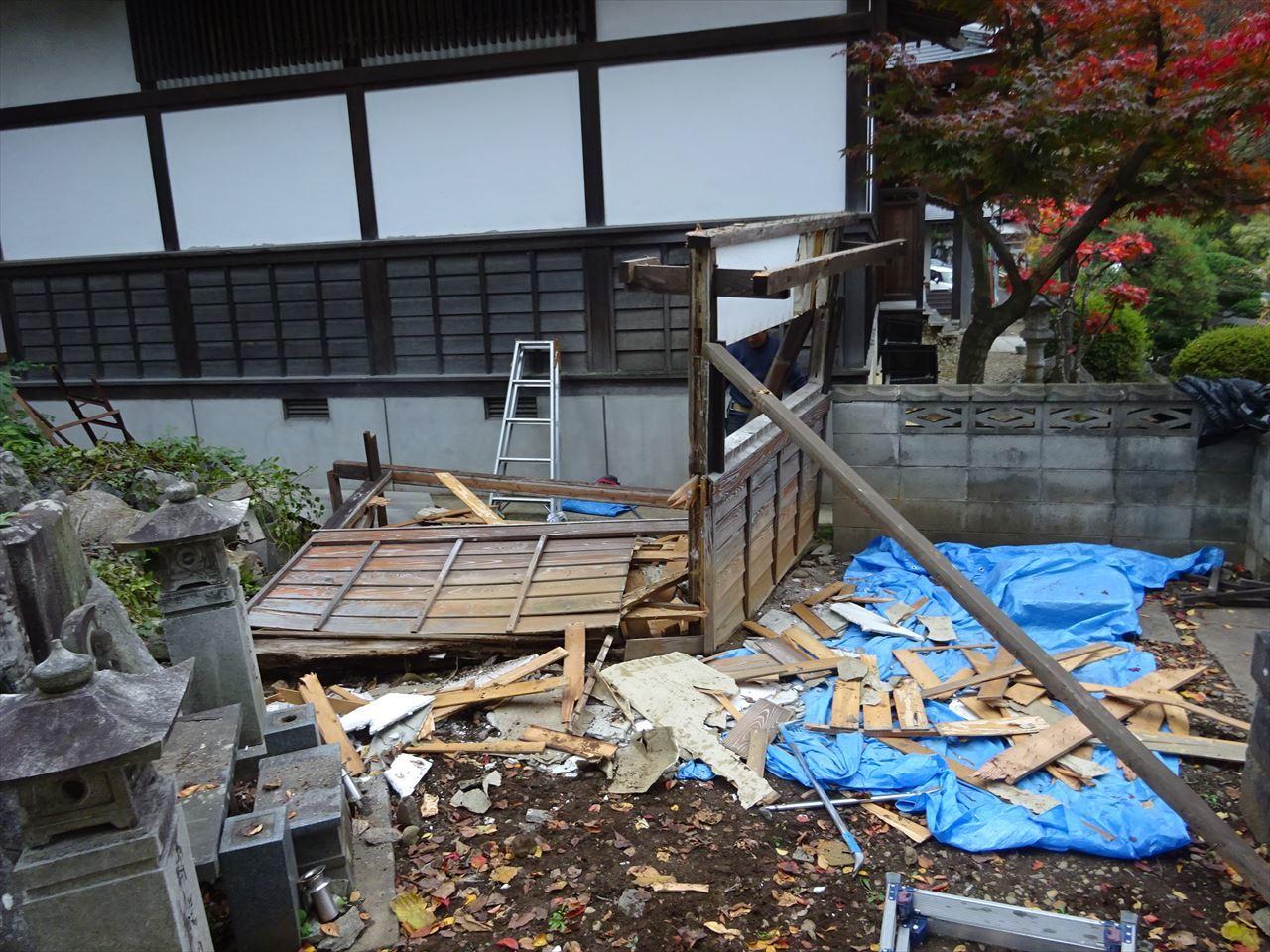 お寺の塀の建て替え工事 進行中。_f0105112_05101424.jpg