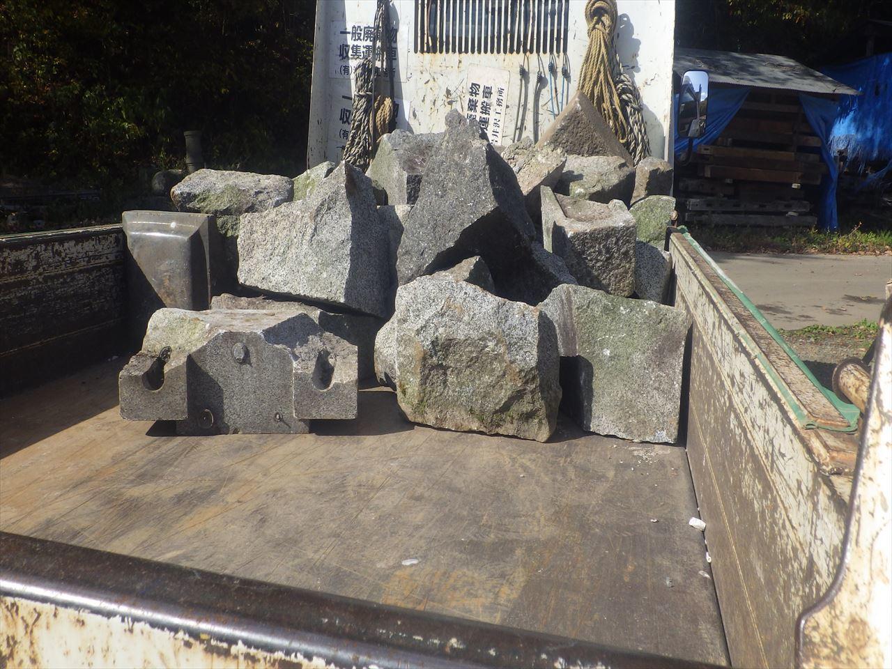 お寺の塀の建て替え工事 進行中。_f0105112_05231006.jpg