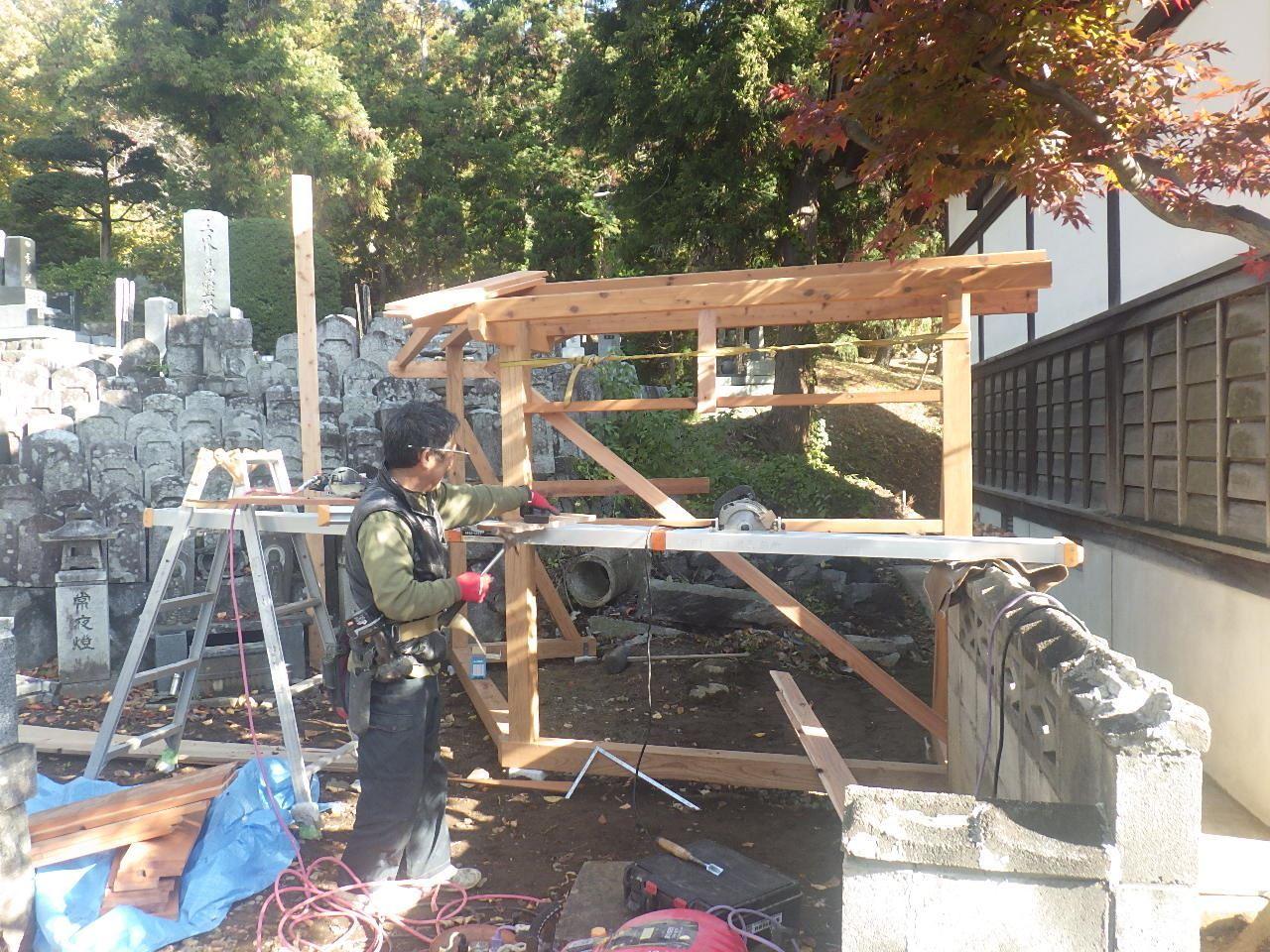 お寺の塀の建て替え工事 進行中。_f0105112_05231029.jpg
