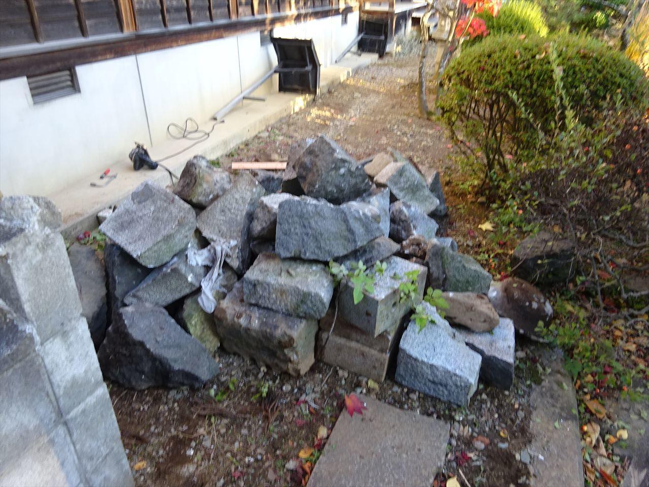 お寺の塀の建て替え工事 進行中。_f0105112_05231069.jpg