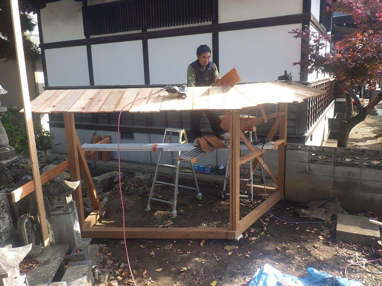 お寺の塀の建て替え工事 進行中。_f0105112_05231077.jpg