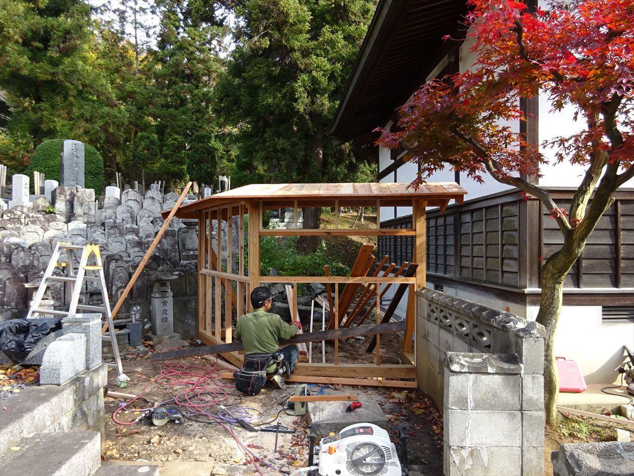 お寺の塀の建て替え工事 進行中。_f0105112_05284158.jpg