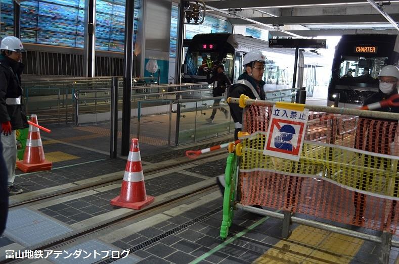 富山駅に珍客?_a0243562_13303925.jpg