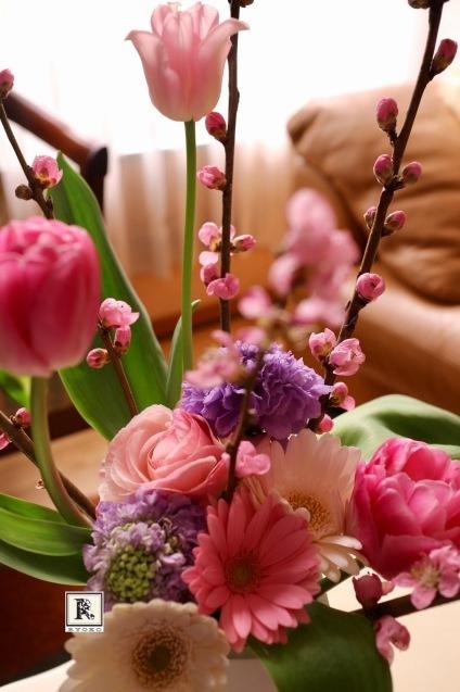 そして今日は桃のお花_c0128489_19025161.jpg