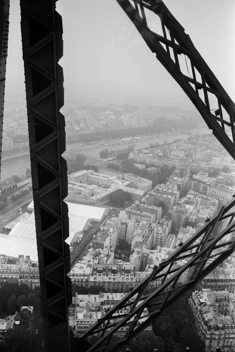 【大陸横断2000その37】パリ  世界の下町をモノクロで_b0061717_01214881.jpg