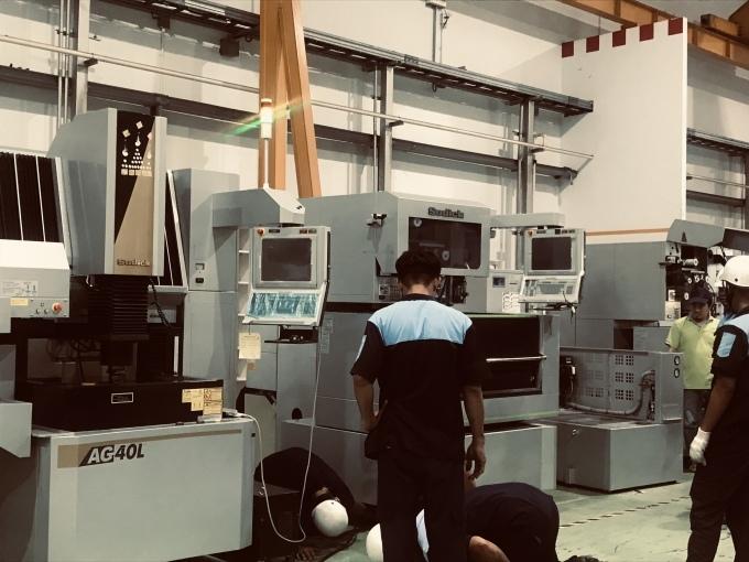 タイニッタ金型工場に、sodick 製のワイヤー加工機搬入_b0100062_15100637.jpeg